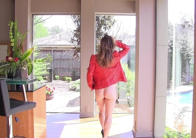 Yummywomen/Becky_Naked_at_Home