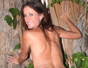 Yummywomen/Sofie_Naked_in_the_Woods