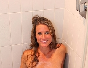 Yummywomen/Sofie_Showers